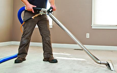 Clean the carpet with hot water extraction steam cleaning